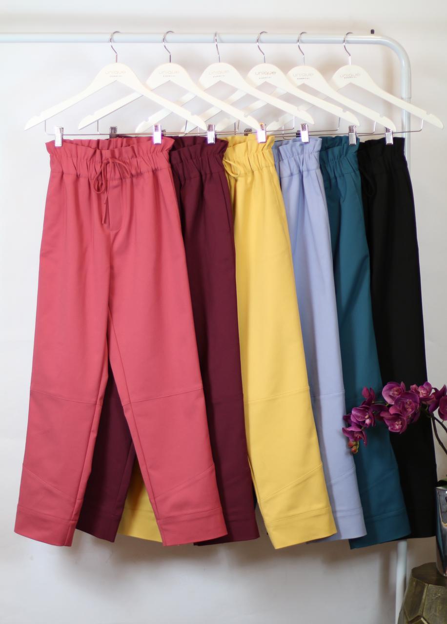 Calça Unique  Sarja  Recortes e Elastico na Cintura 3% Elastano