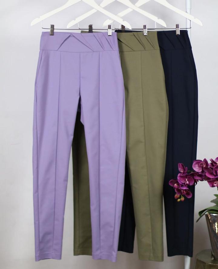 Calça Unique Skinny 4% Elastano Detalhe Ziper Cós Lateral