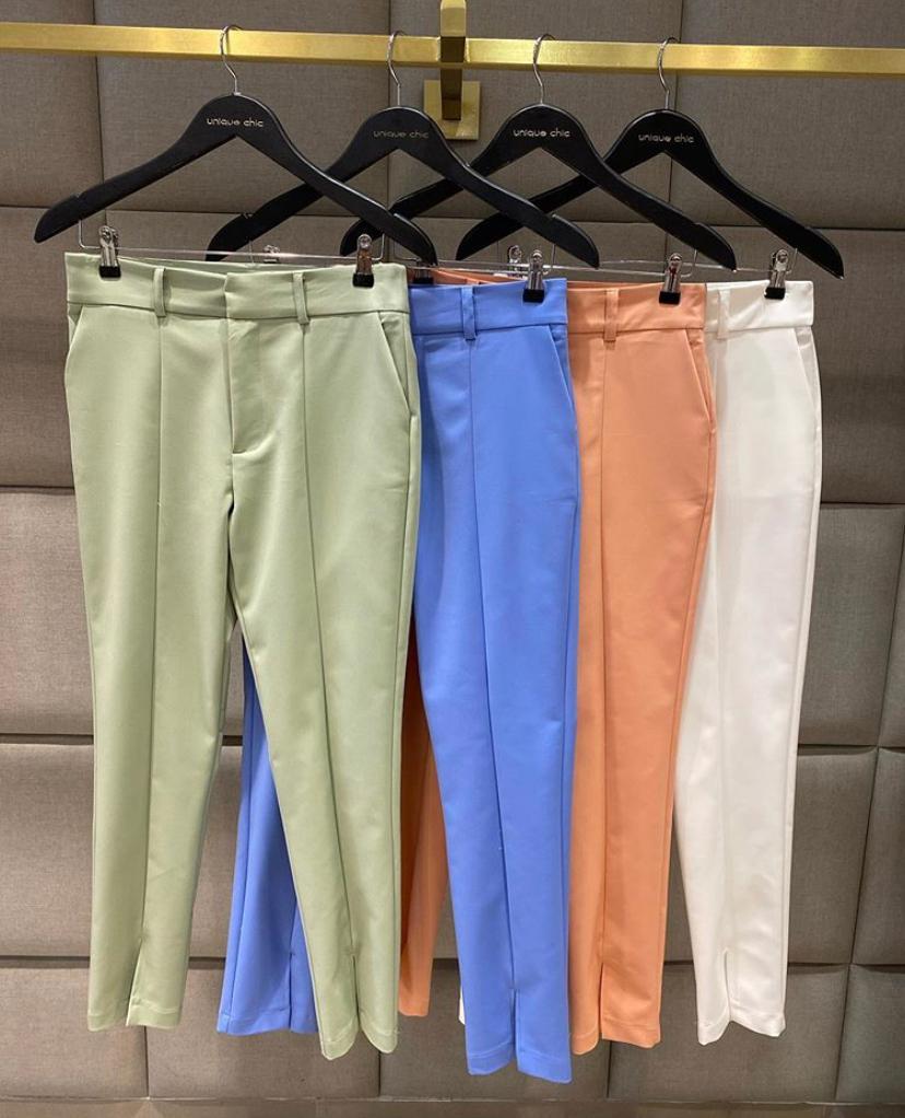 Calça Unique Skinny Basic Fenda 50% Algodão 46% Poliamida e 4% Elastano