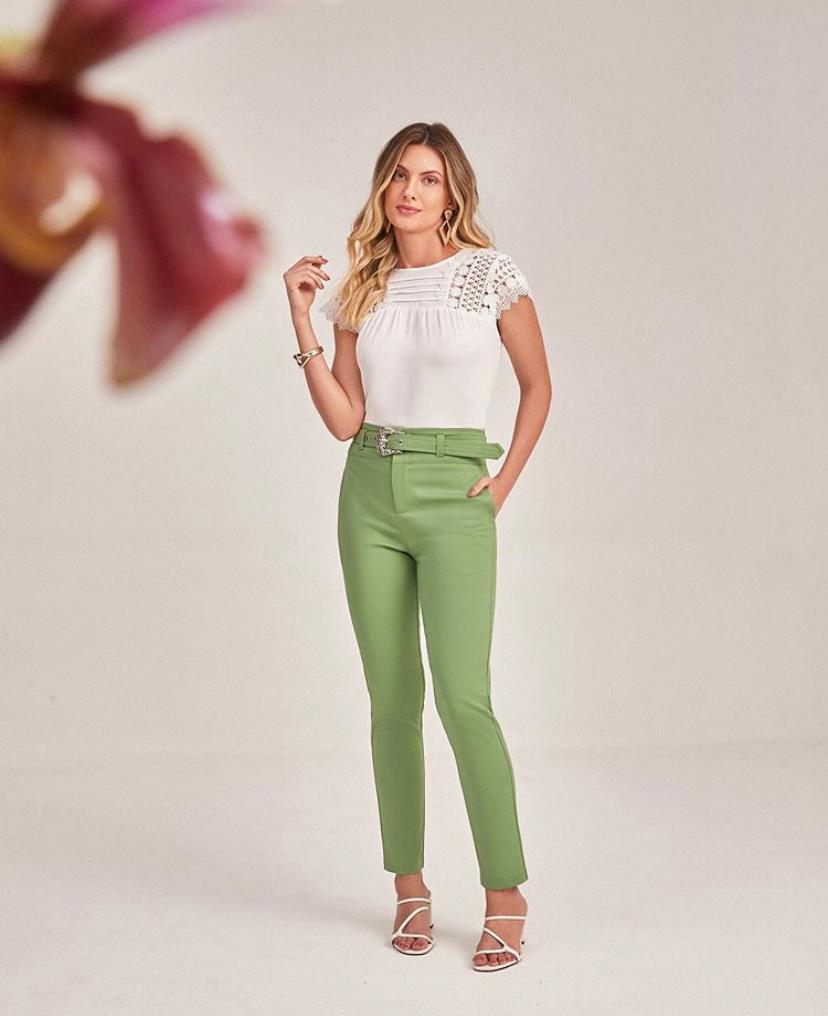 Calça Unique  Skinny C/ Cinto  Fivela Western 4% Elastano