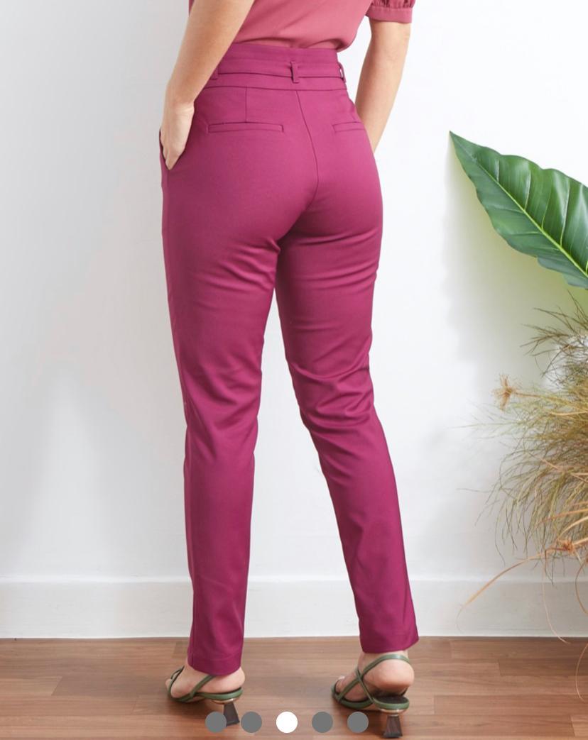 Calça Unique Skinny + Cinto 50% Algodão,46% poliamida e 4% Elastano