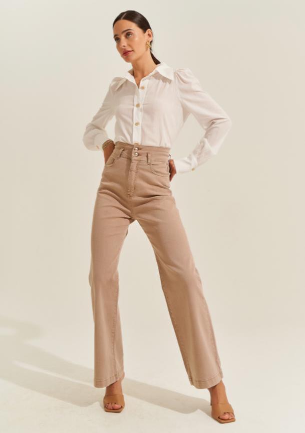 Calça Paula Wide Color Sarja Jeans Cintura Alta Detalhe Bolsos Frontais/Acabamento Pespontado
