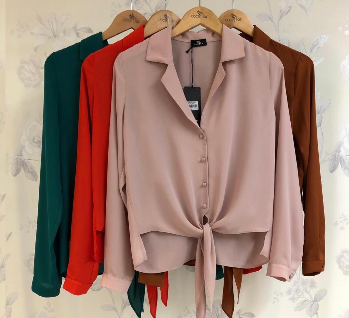 Camisa Carolina Crepe manga Longa Detalhe Amarração Cores Rose, Verde e vermelho
