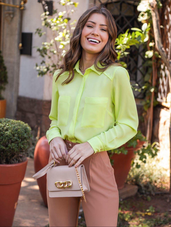 Camisa Debora Basica Crepe Liso Detalhe Botões Dourados