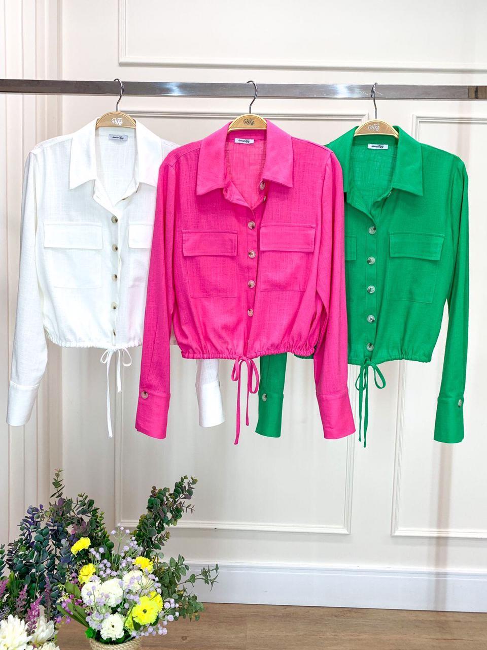 Camisa Giovana Cropped Viscolinho Detalhe Punho Alongado Bolsos Frontais Amarração