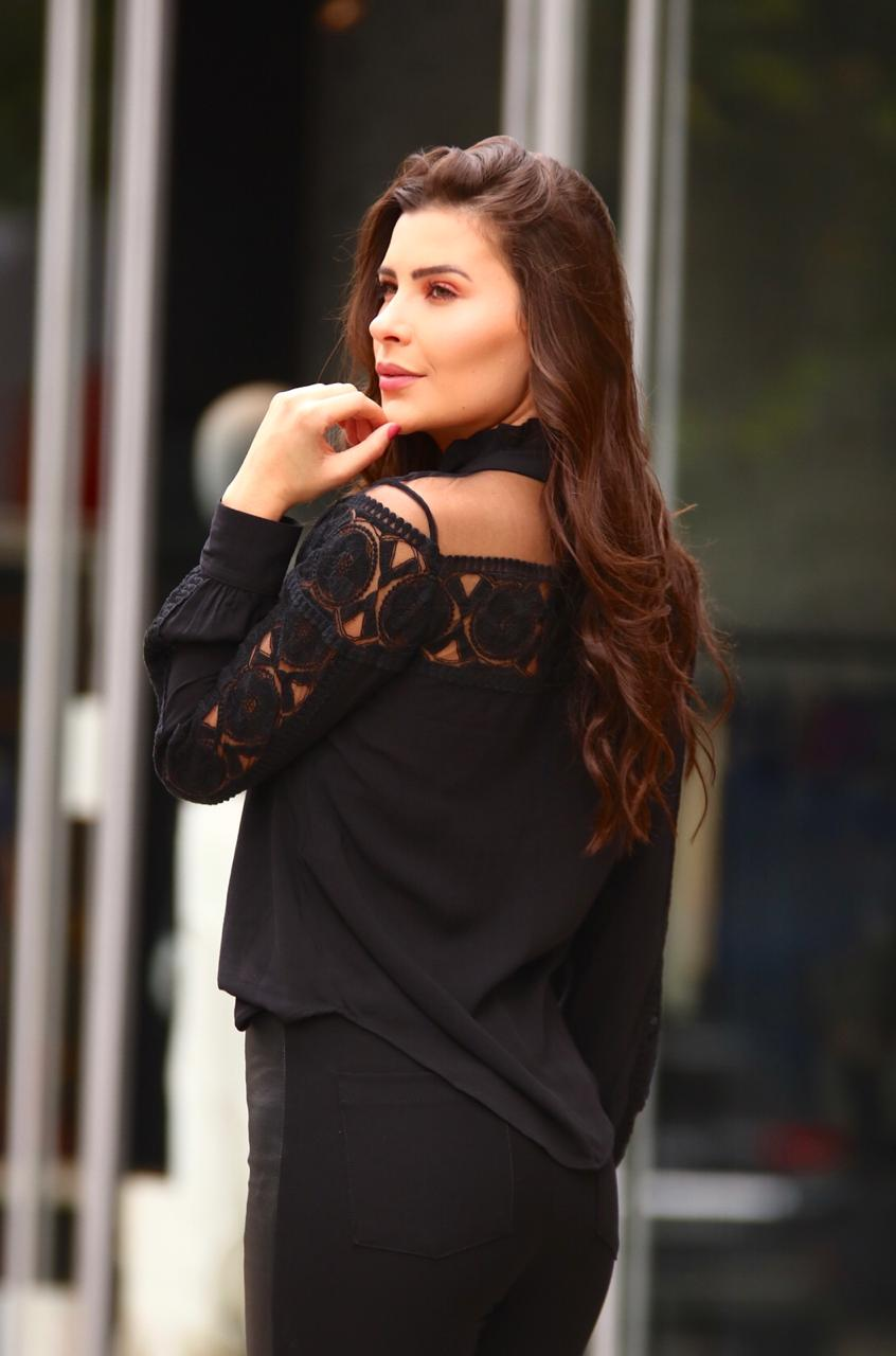 Blusa Isabela Viscocrepe Detalhe Tule Bordado