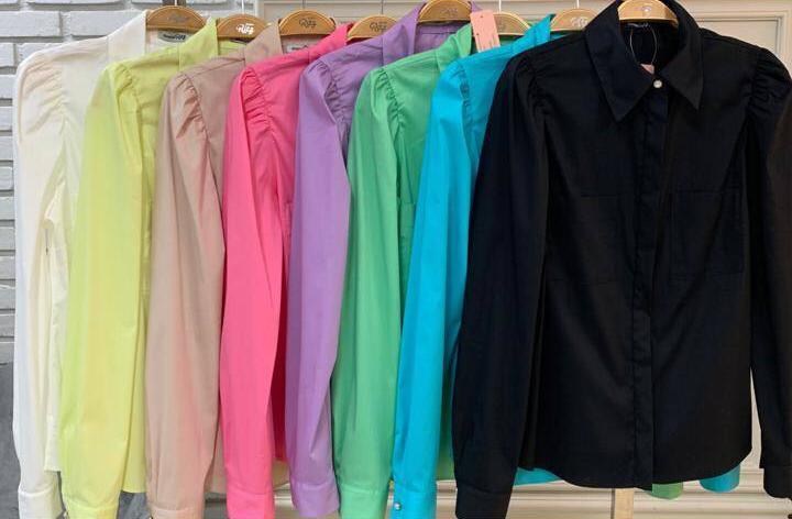 Camisa Julia Tricoline Manga Bufante Detalhe Bolsos Frontais Botões Perolados