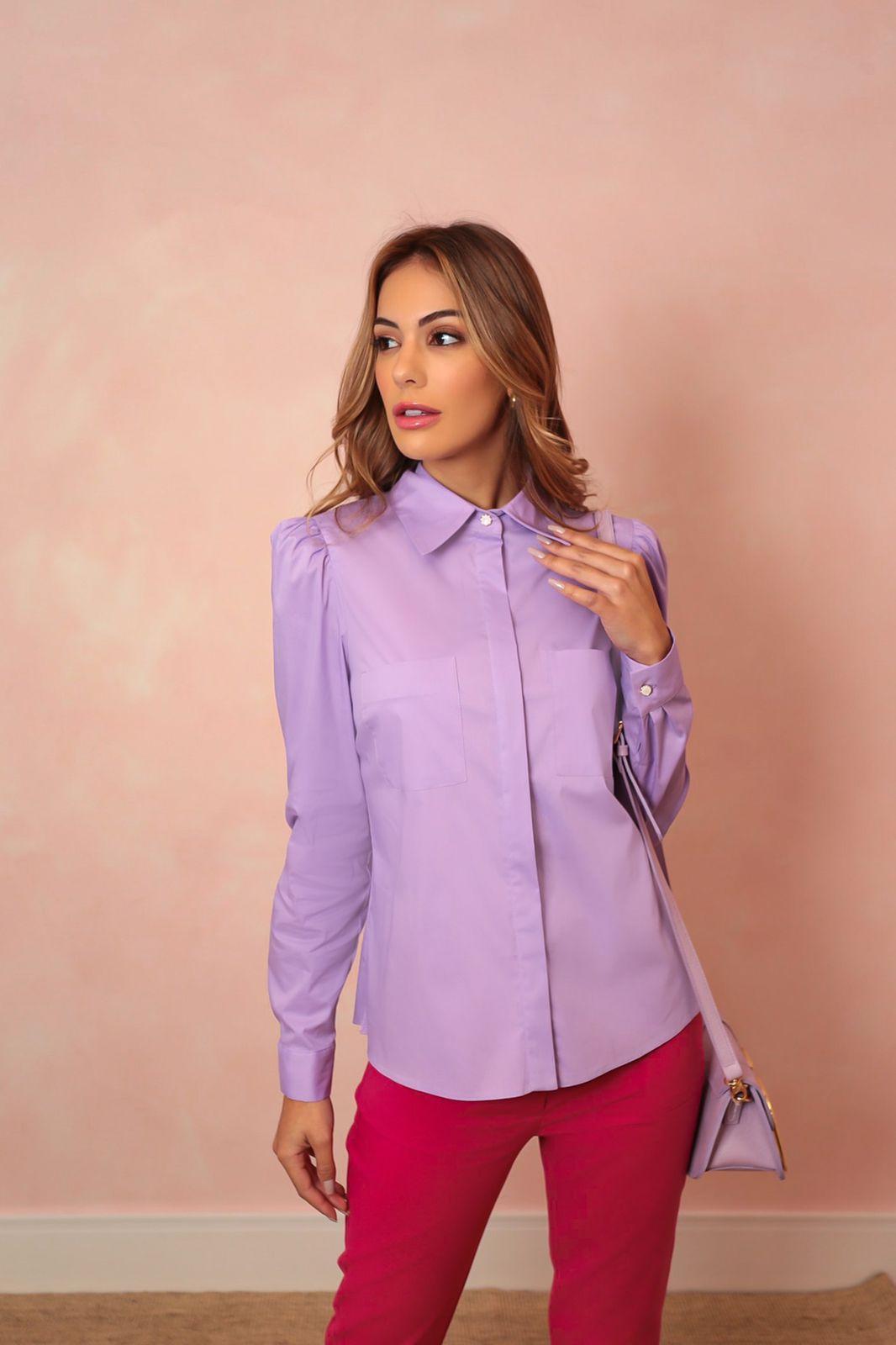 Camisa Julia Tricoline Manga Bufante Detalhe Bolsos Frontais Botões Perolados 3% Elastano