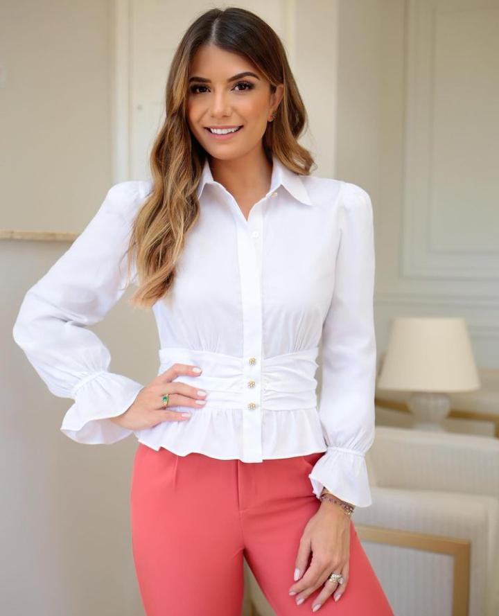 Camisa Juliette Tricoline 3% Elastano Detalhe Cintura Drapeado Botão Perolado