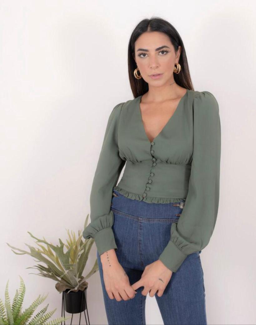 Camisa Lisa Crepe Detalhe Lastex nas costas e botões Forrados
