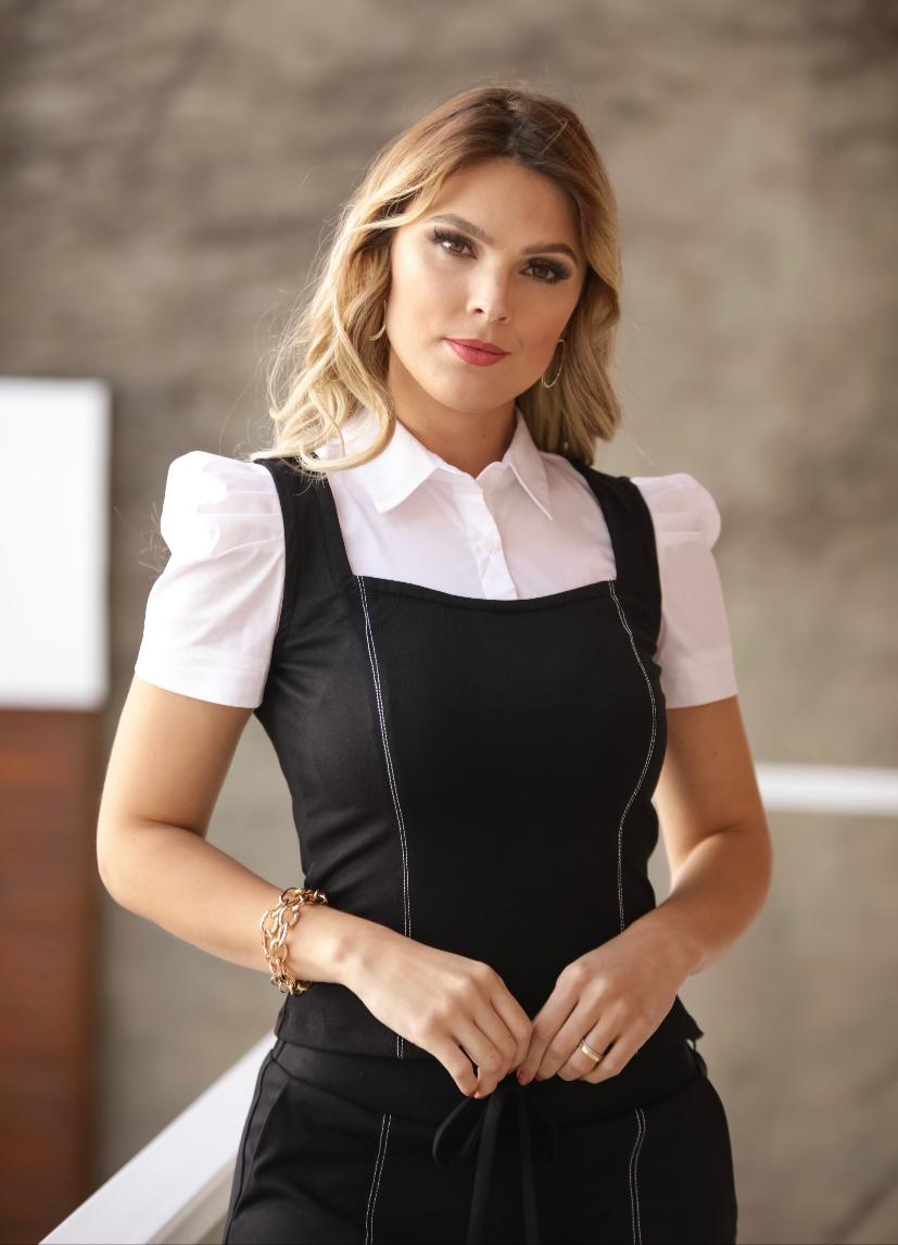 Conjunto  Olivia  Ponto Roma  Blusa Sobreposição e Calça
