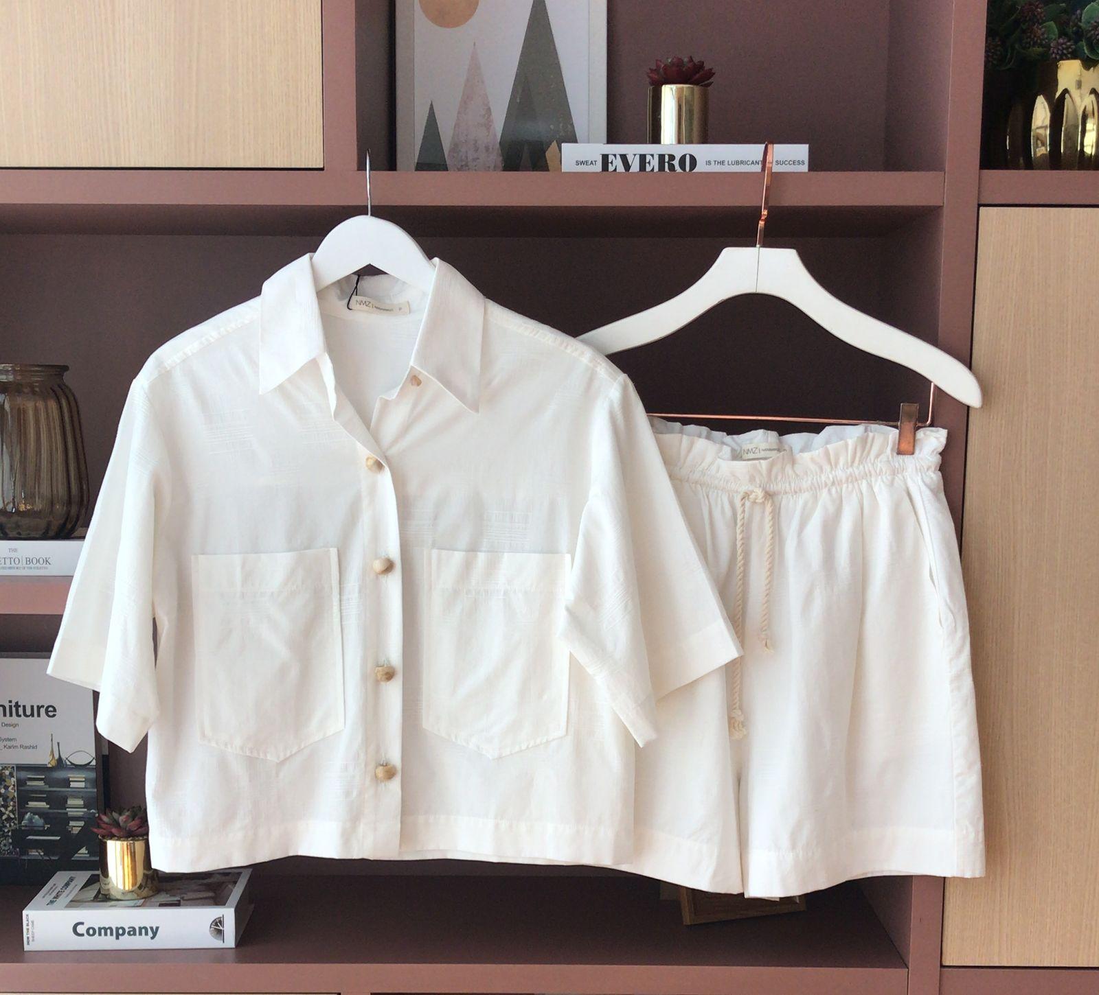 Conjunto Sidney Detalhe Cropped Bolsos Botões + Shorts Amarração Corda