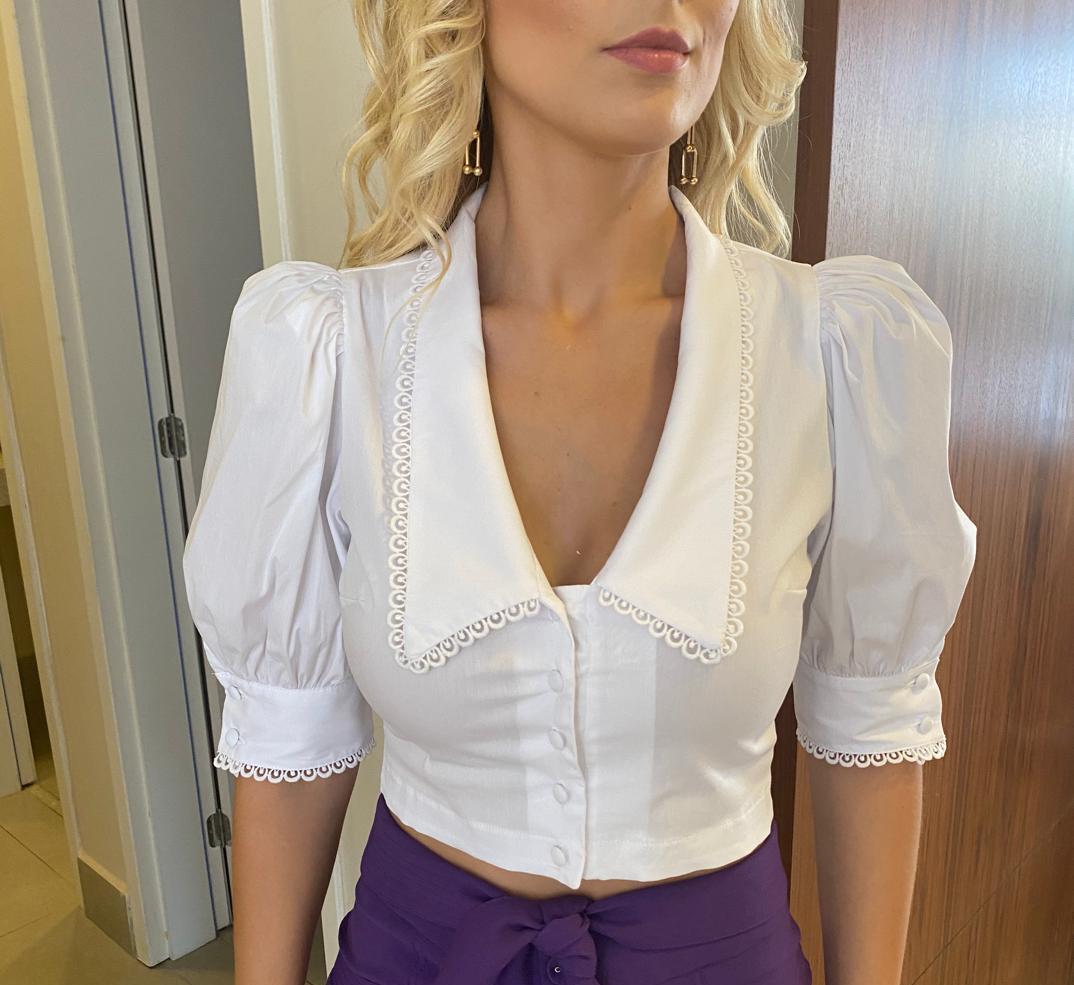 Blusa Amanda Cropped Tricoline Gola Campestre 3% Elastano