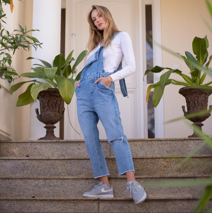 Jardineira Tatiane True Jeans Detalhe Botões Forrados