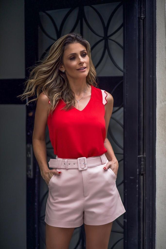 Regata Isabella Crepe Detalhe Onda Bicolor Cores Off, Vermelha e Preta