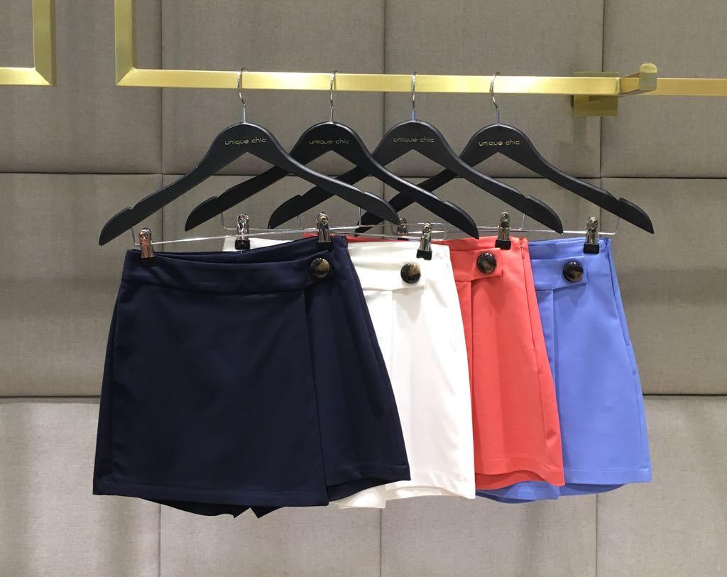 Shorts Saia Vanessa Alfaiataria Botao Tartaruga 50% Algodão, 47% Poliamida e 3% Elastano Coral, Marinho e Off