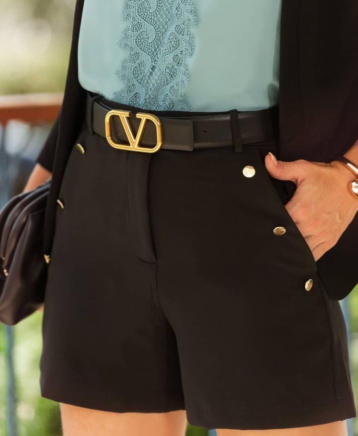 Shorts Bruna  Alfaiataria 5% Elastano (Forro) Detalhe Botões Dourados
