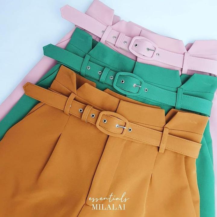 Shorts Pietra  Alfaiataria 8% Elastano Detalhe Recorte C/Cinto
