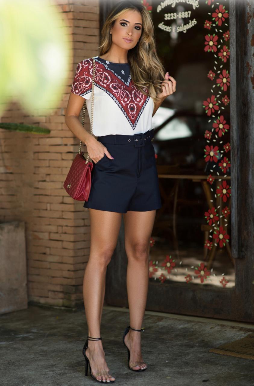 Shorts Camila Alfaiataria Cinto fivela  4 % Elastano cores:Marinho, marron e Preto