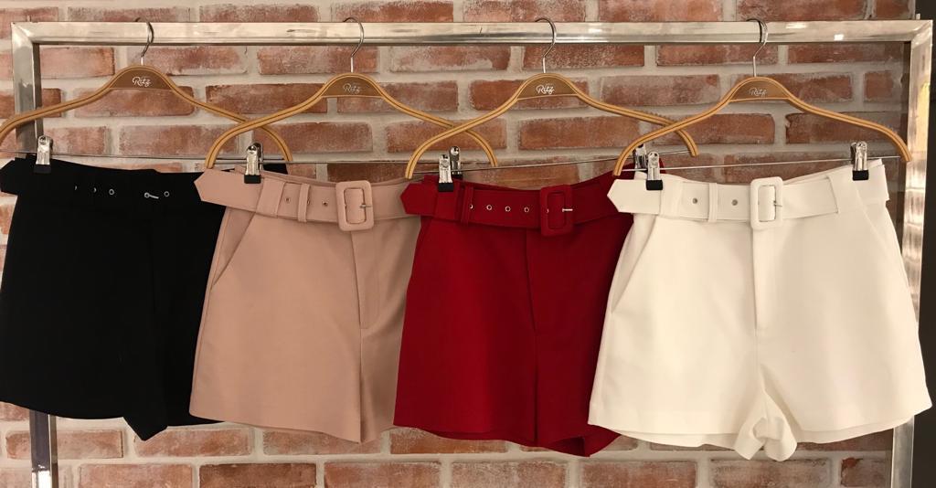 Shorts  Fianco Alfaiataria Cinto Forrado   Cores Nude, Preto, Vermelho e Off 3%elastano