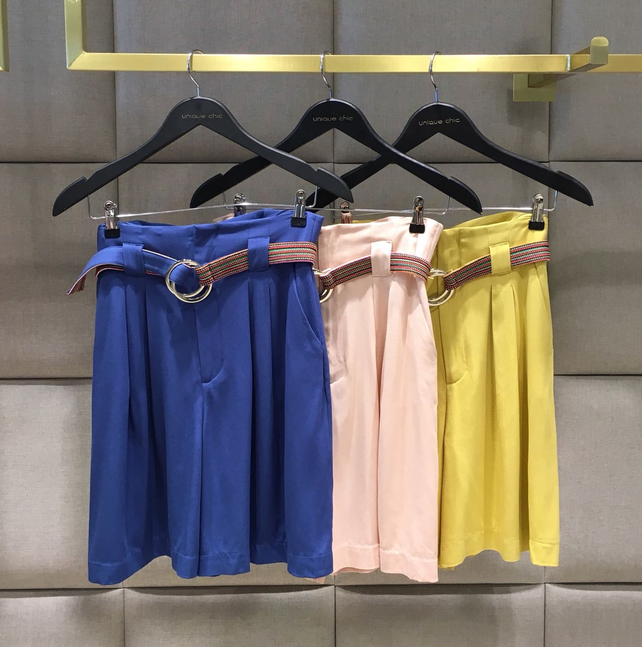 SHORTS GISELE  BERMUDA VISCOSE CINTO COLOR (FORRO ACETATO)  Cores Amarelo e Azul