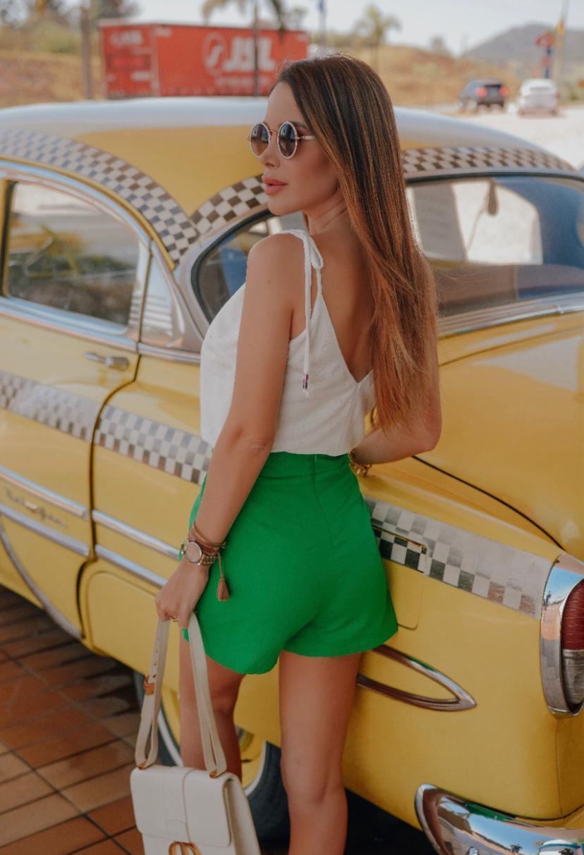 Shorts Luana De Linho Com Fivela Meia Lua