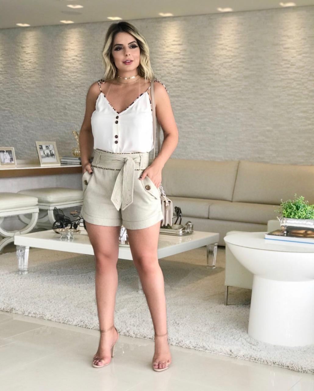 Shorts Luciana Linho Vivo detalhe Onça