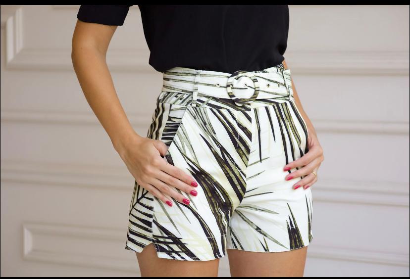 Shorts  Mari Crepe Estampado  com Faixa e Fivela  forrada