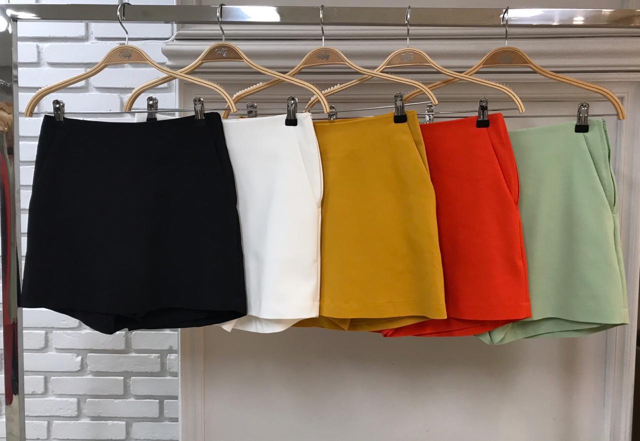 Shorts Saia Paola Alfaiataria (46% Poliamida, 4% elastano)