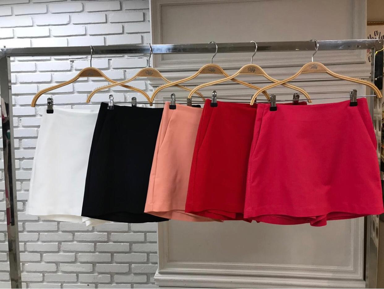 Shorts Saia Juliana Alfaiataria (46% Poliamida, 4% elastano)