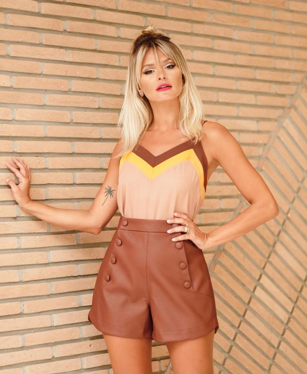 Shorts Taciana Botões Couro Like
