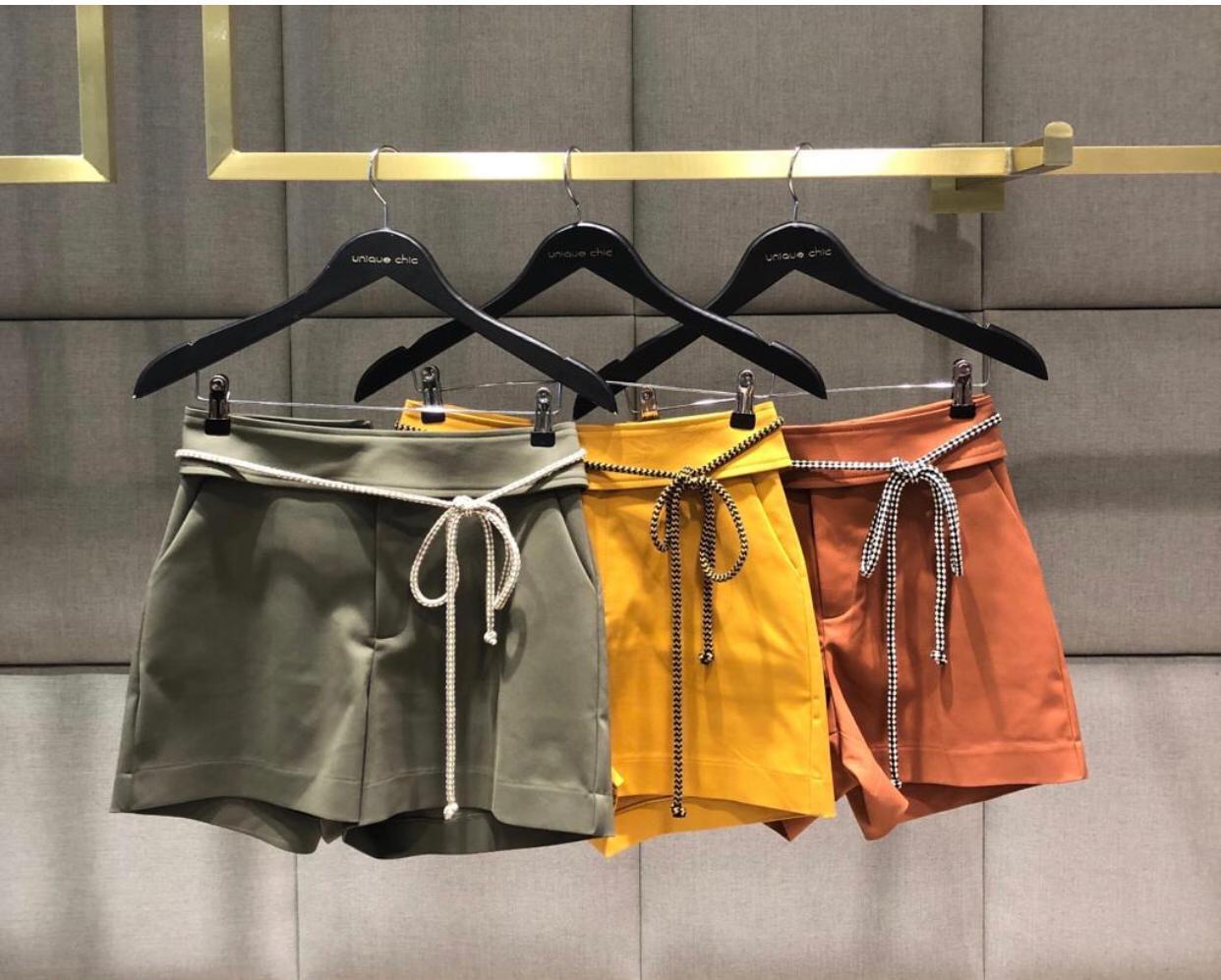 Shorts Unique Alfaiataria 3% elastano + Cinto Trança Cores Militar e Mostarda