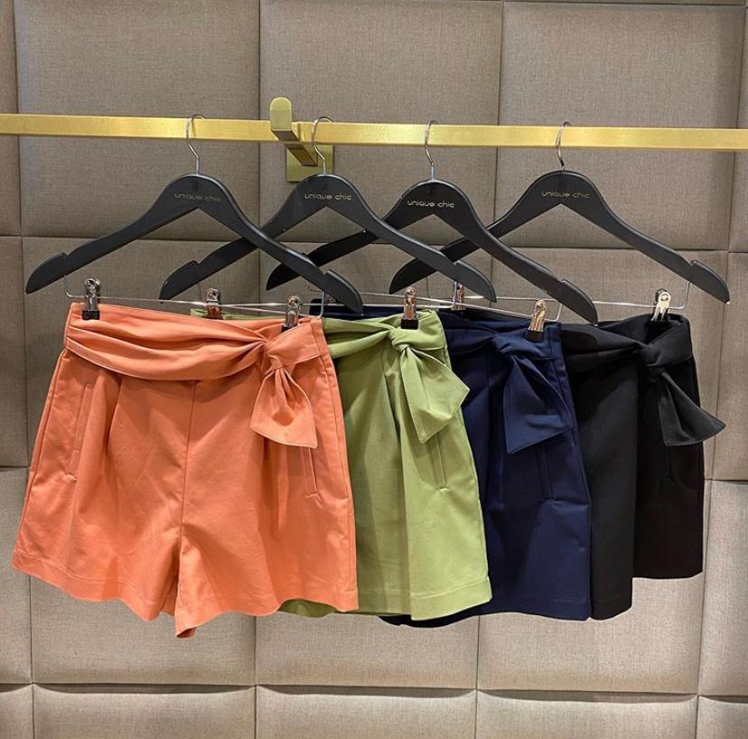 Shorts Unique Alfaiataria Nó Lateral 50% Algodão,46% Poliamida e 4% Elastano