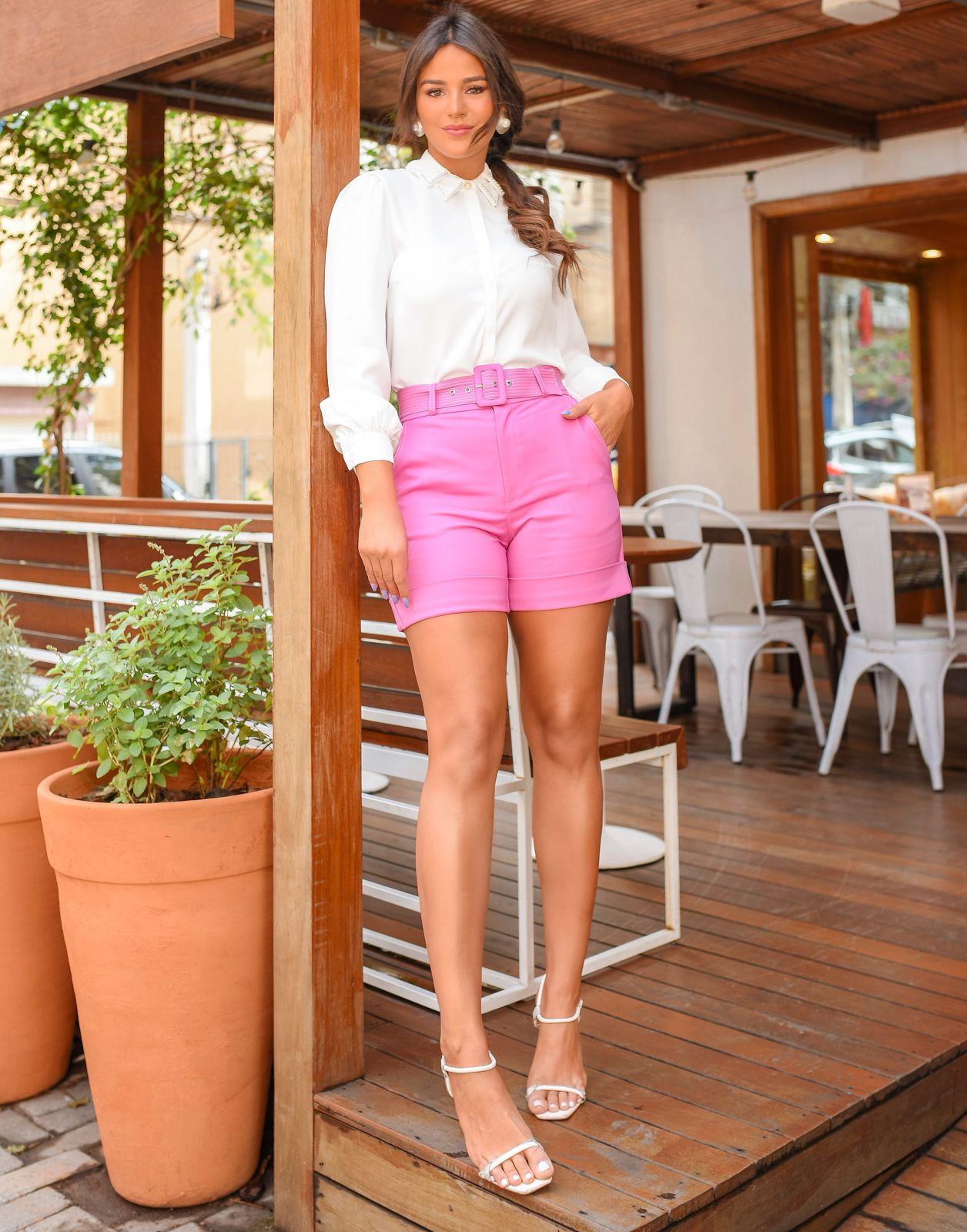 Shorts Unique Sarja Alfaiataria Poliamida Detalhe Barra Italiana + Cinto Pesponto