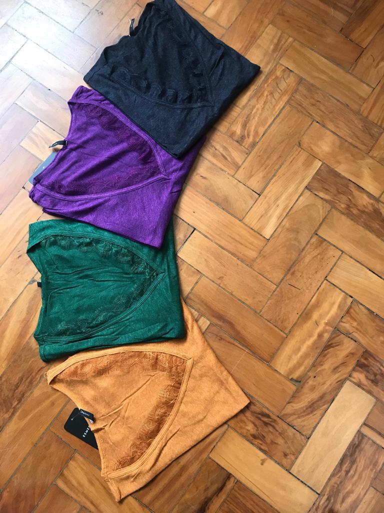 T-shirt Esmeral Viscomalha Manga Longa Com Renda Cores Off ,Preto, Mostarda, Verde e Roxo