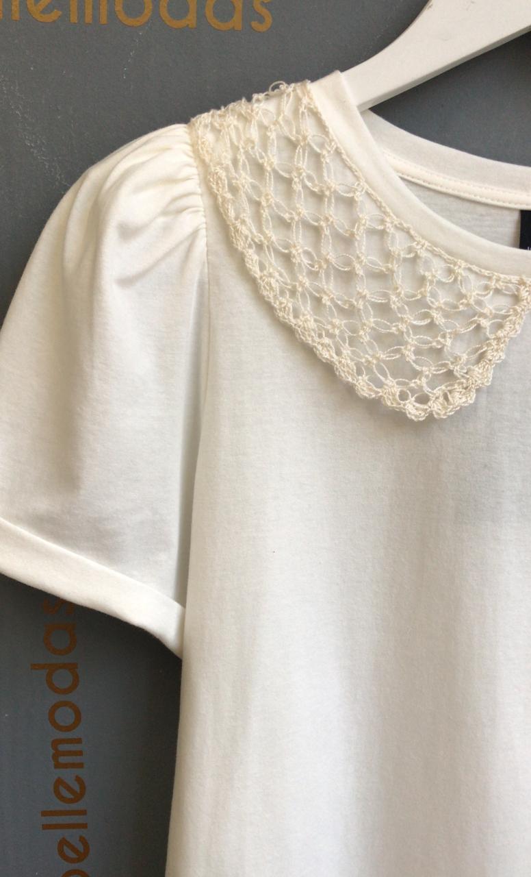 T-Shirt Ester Detalhe Golinha Crochet 100% Algodão