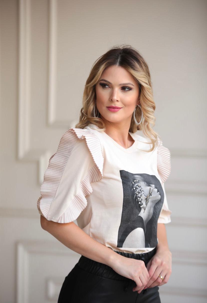 T-shirt Isabela Manga Plissada + Broche