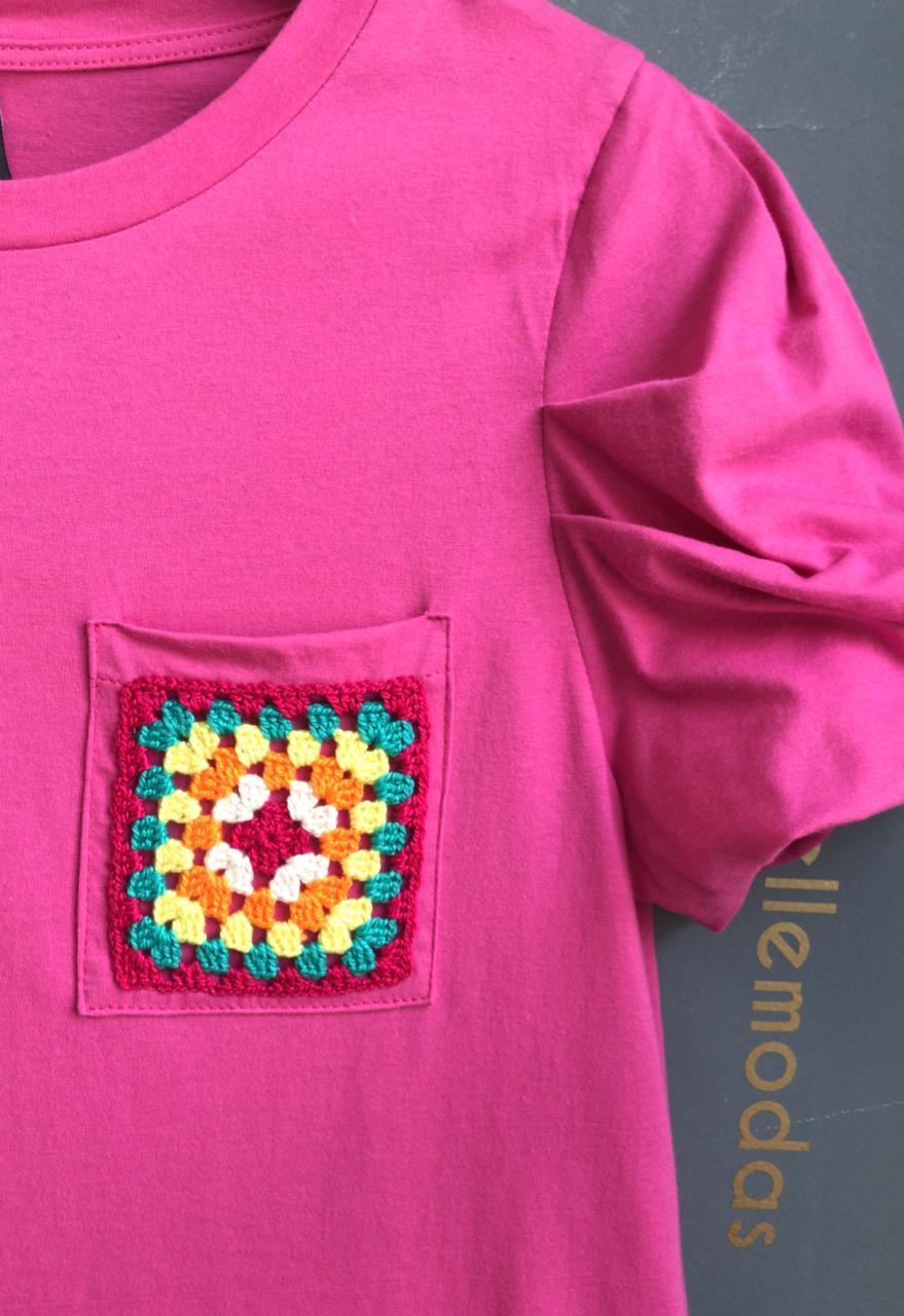 T-Shirt  Jasmin 100% Algodão Manga Bufante Detalhe Bolso Bordado