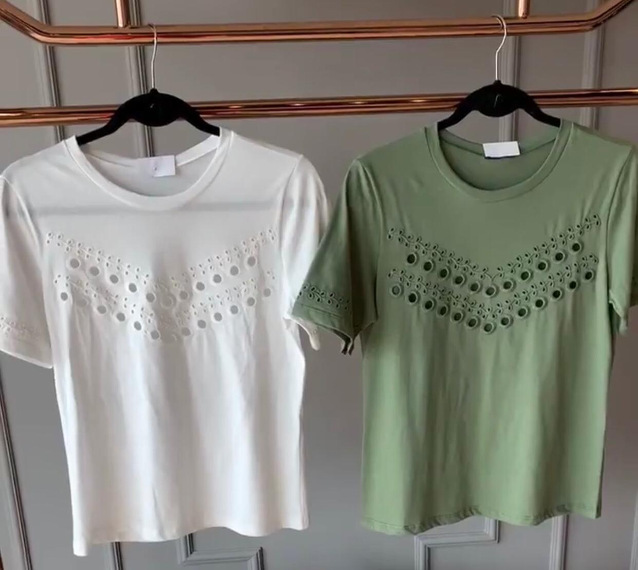 T-shirt   LA Chocole   Malha Bordada Frente  e Mangas