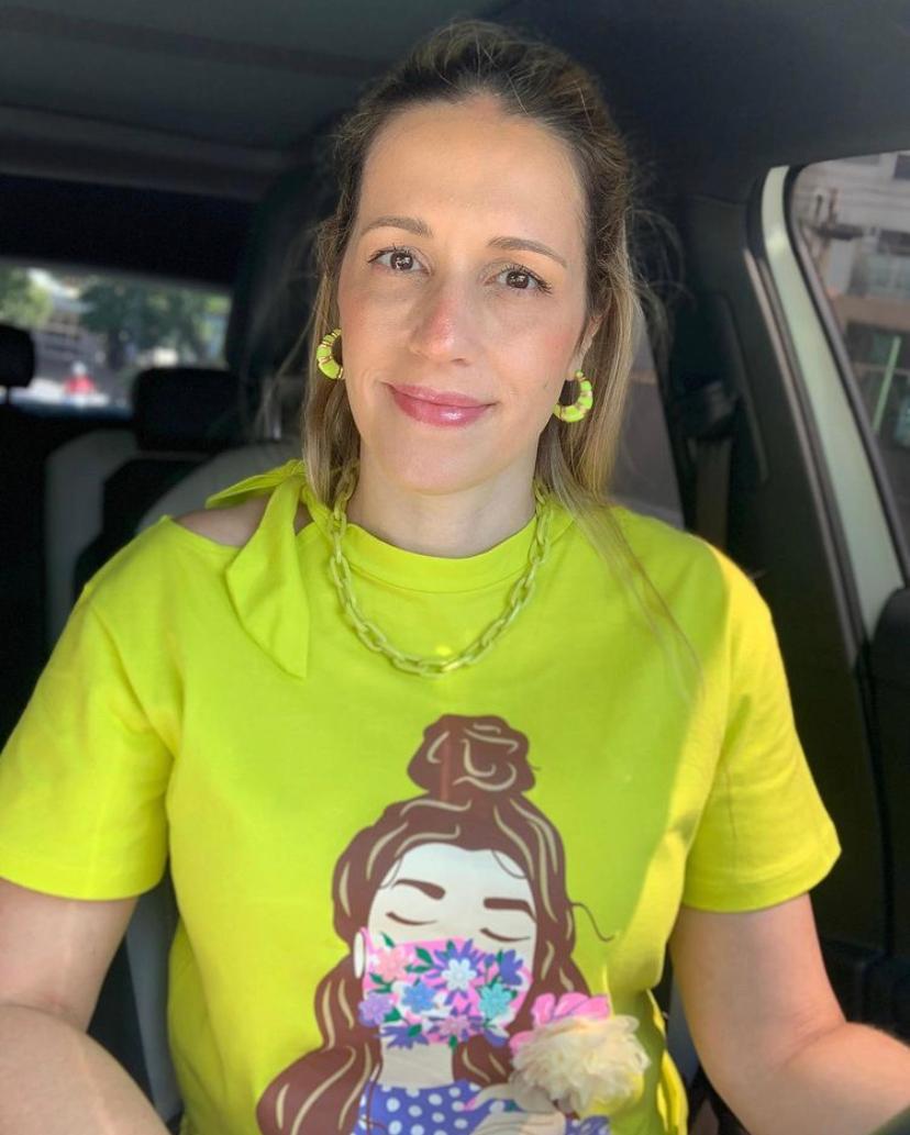 T-Shirt Marilia Com Laço Na Gola