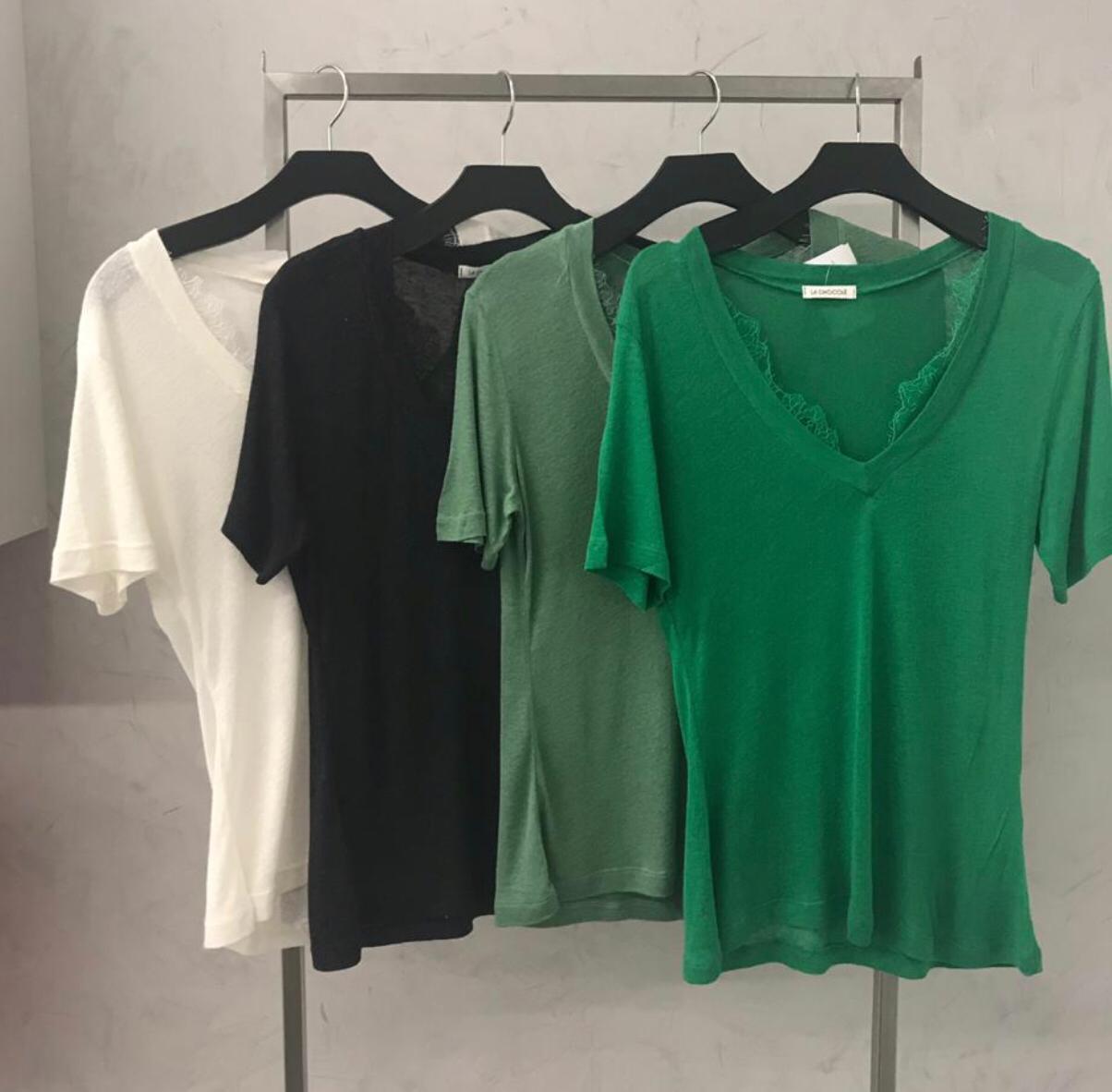 T-shirt Podrinho la Chocole  Detalhe em Renda  Cores Off, Preta, Verde e Militar