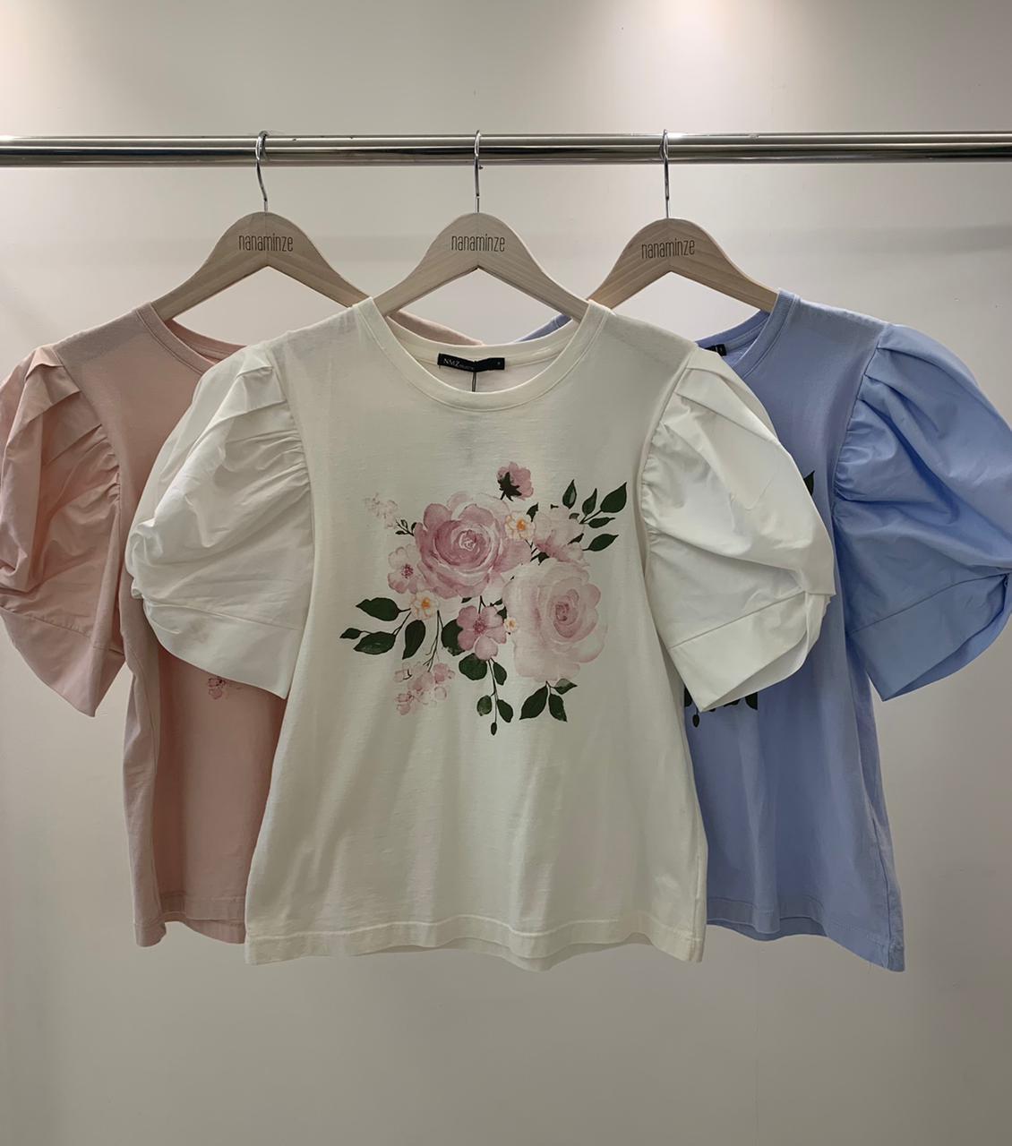 T-Shirt Rosas Detalhe Manga Bufante Em Tricoline