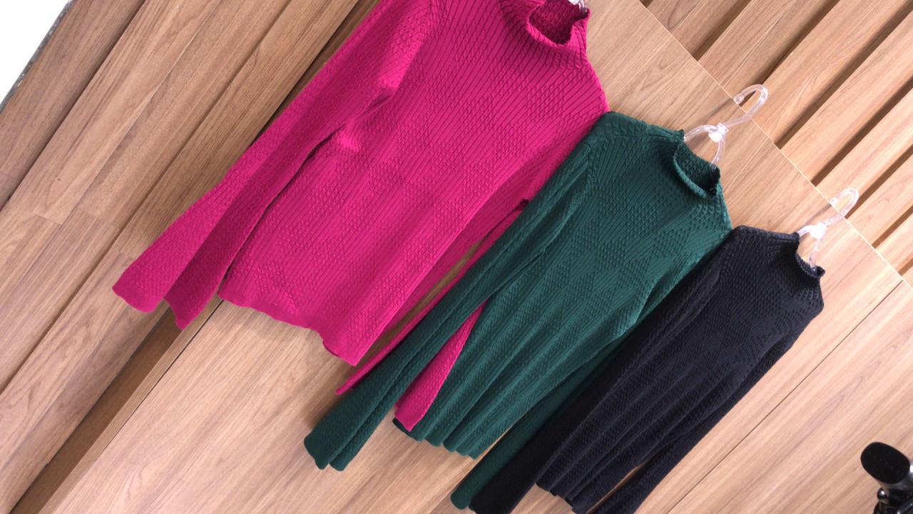 Tricot Esmeral Gola Alta Manga Flare Cores Pink, Preto e Verde