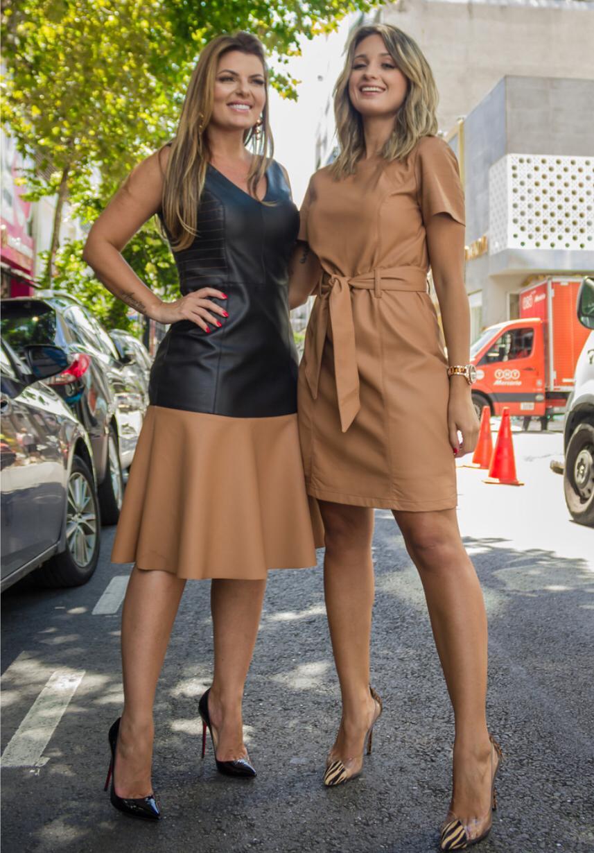 Vestido Bruna Couro Eco Cinto Cores Bege e Preto( Não acompanha o cinto)