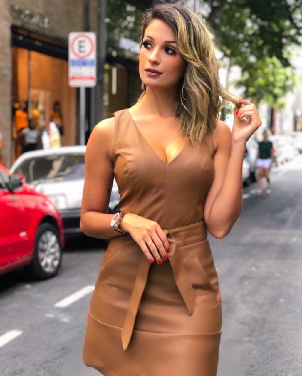Vestido Carla Couro Bolsos e Faixa