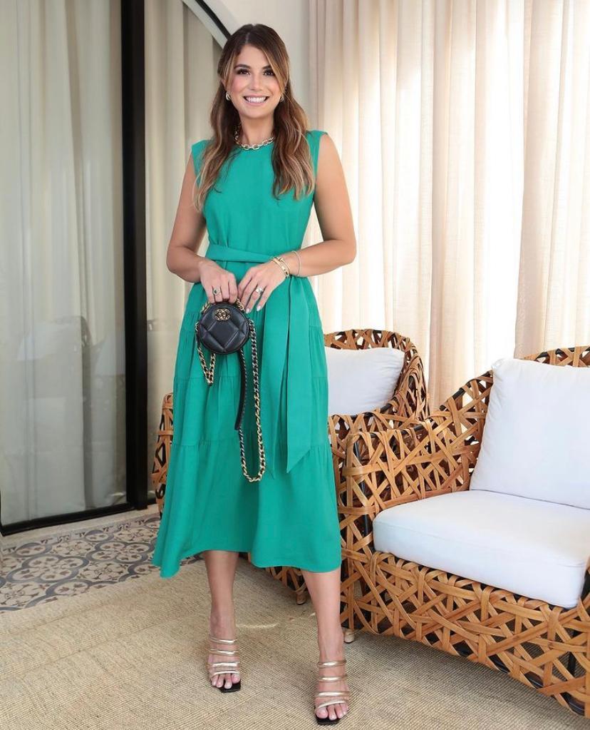 Vestido Carolina Viscocrepe Reto Com Recortes na Saia