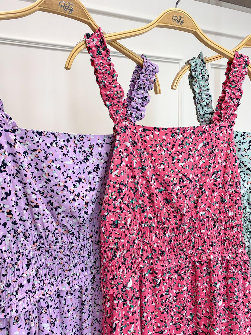Vestido Cristina Viscose Print (Forro) Decote Quadrado Elástico Cintura Detalhe Babadinhos Fenda Lateral