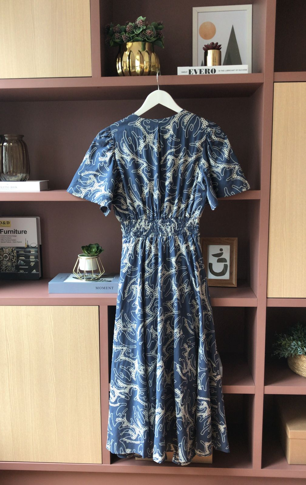Vestido Fernanda Midi (Forro) Decote V  Detalhe Lastex Cintura 100% Algodão