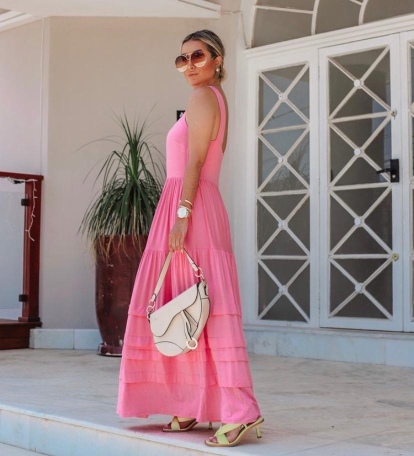Vestido Kadja Longo Em Malha Decote Quadrado E Detalhe