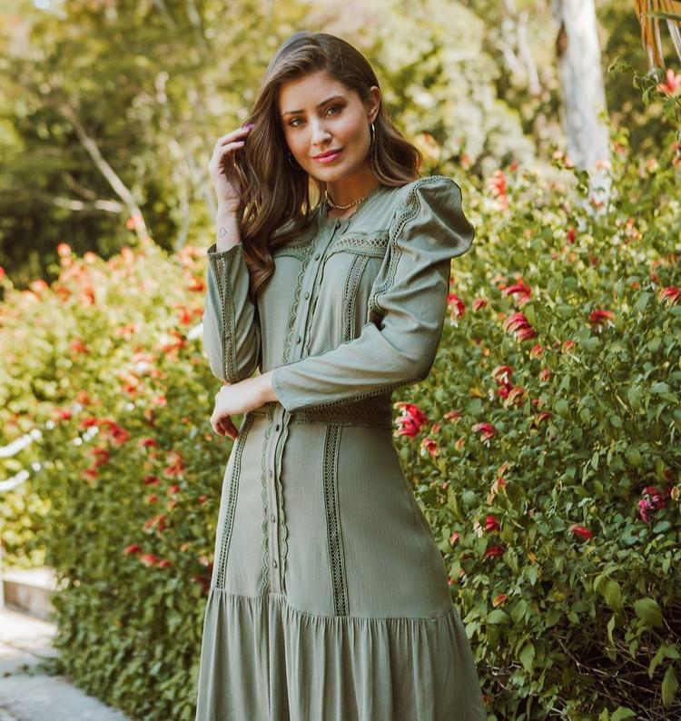 Vestido Livia Viscolinho Renda Midi Detalhe Manga Bufante Babados